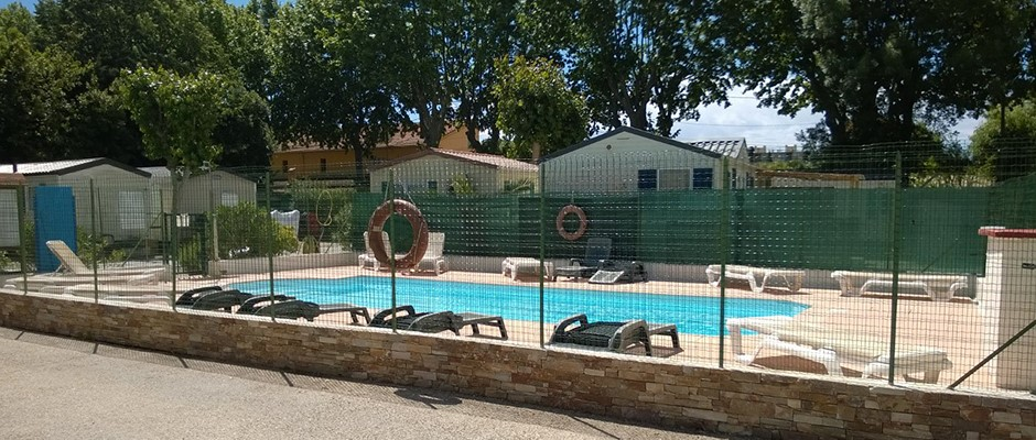 La piscine du camping à antibes.